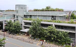 羽村市図書館の外観の写真