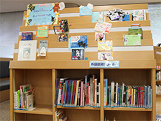 YA展示・外国語資料コーナーの写真